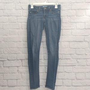 Paige | Skinny Jeans Skyline Style